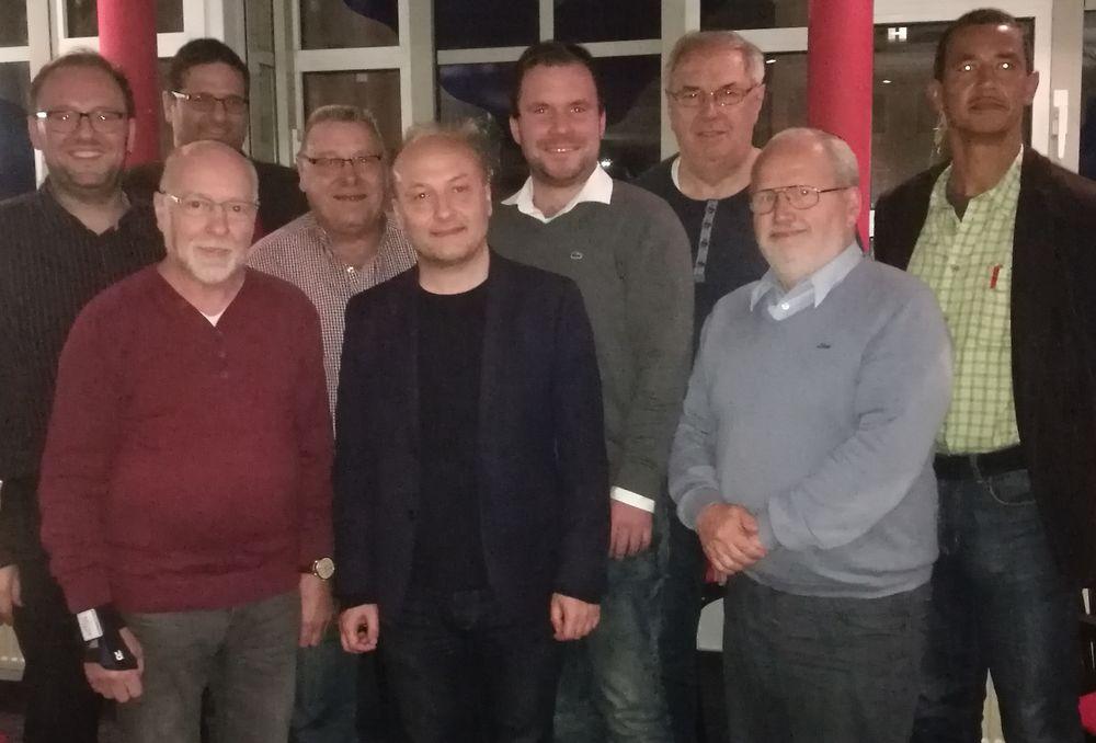 Der SPD-Kreisverband war mit stellvertretenden SPD-Kreisvorsitzenden Florian Huber (4.v.re.) und den Vorstandsmitgliedern Hugo Steiner (4.v.li.) und Hartmut Manske (2.v.re) beim Treffen der gewerkschaftsnahem SPD-Arbeitsgemeinschaft für Arbeitnehmerfragen (AfA) vertreten.