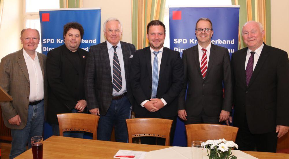 Freuten sich über ein leidenschaftliches Plädoyer von Markus Rinderspacher MdL (2.v.re.) für Frieden, Freiheit und Demokratie: (v.li.) Dr. Bernd Vilsmeier, Martin Rapke, Udo Egleder, Florian Huber, Heinrich Trapp.