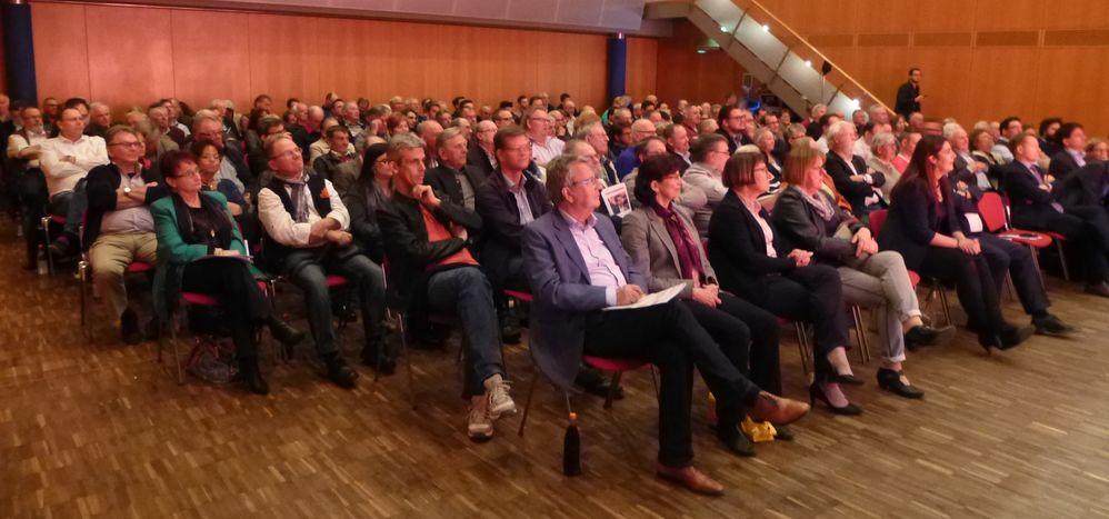 Viele SPD-Mitglieder aus der Region in der sehr gut gefüllten Landauer Stadthalle wollten die Kandidaten für den SPD-Landesvorsitz persönlich kennen lernen.