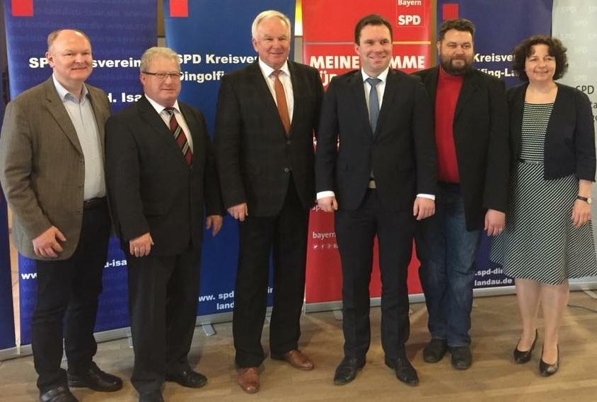 Die SPD-Stimmkreiskandidaten stehen fest: (v.li.) SPD-Kreisvorsitzender Dr. Bernd Vilsmeier, Hans Sarcher (Zweitstimme Bezirk), Udo Egleder (Erststimme Bezirk), Florian Huber (Erststimme Landtag), Martin Rapke (Zweitstimme Landtag) und Ruth Müller MdL.